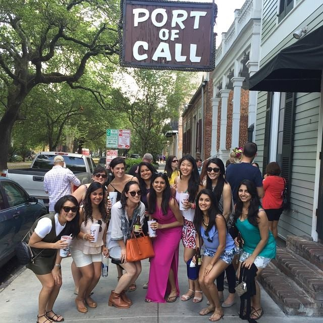 Bachelorette babes do a bar crawl the right way!
