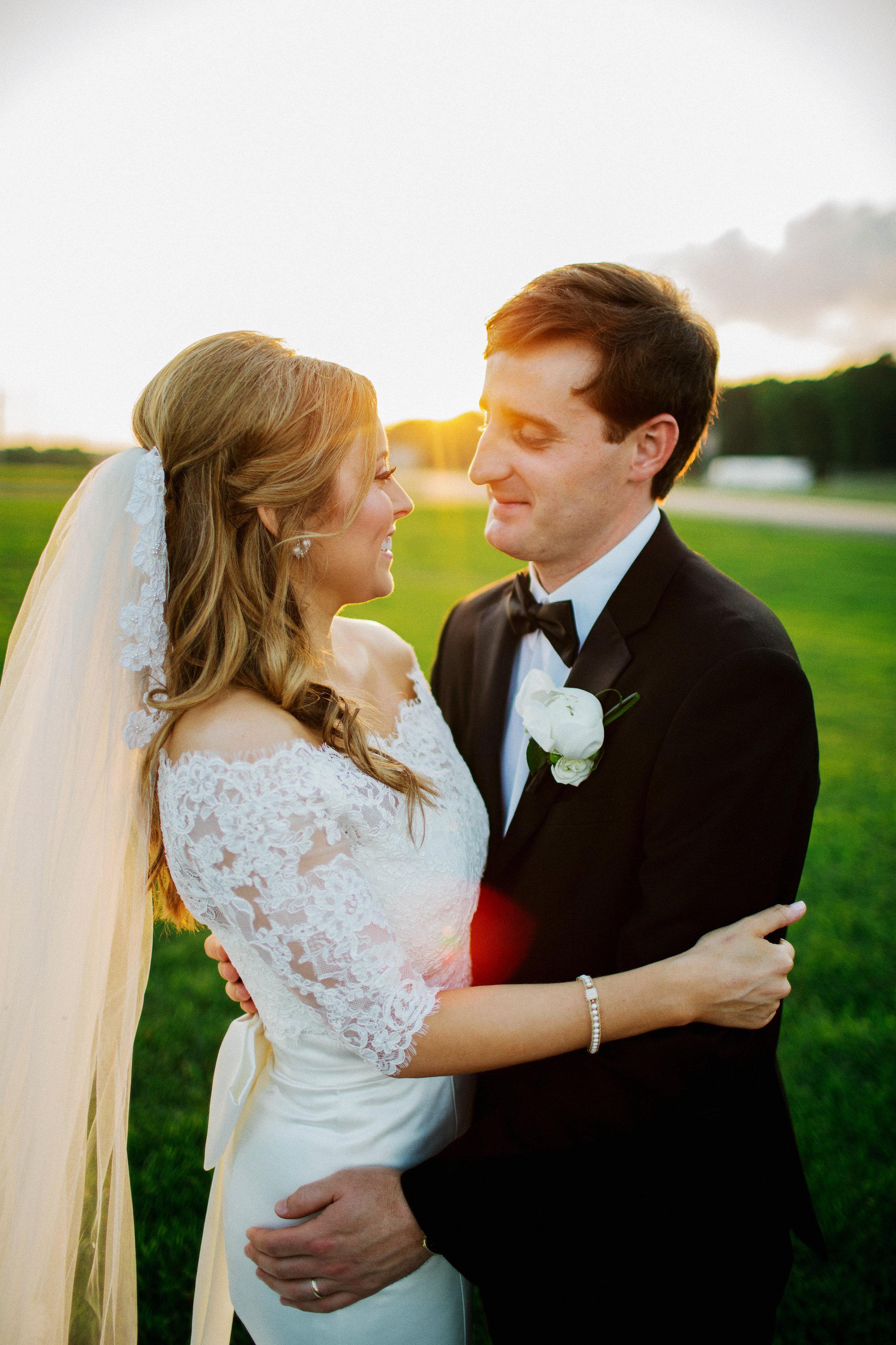 474e0e37c8 Their Louisiana wedding is so stinkin  cute